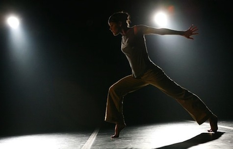 Cedar Lake Contemporary Ballet in Ten Duets on a Theme of Rescue by Crystal Pite in Winter 2008 Season. Photo by Julieta Cervantes.