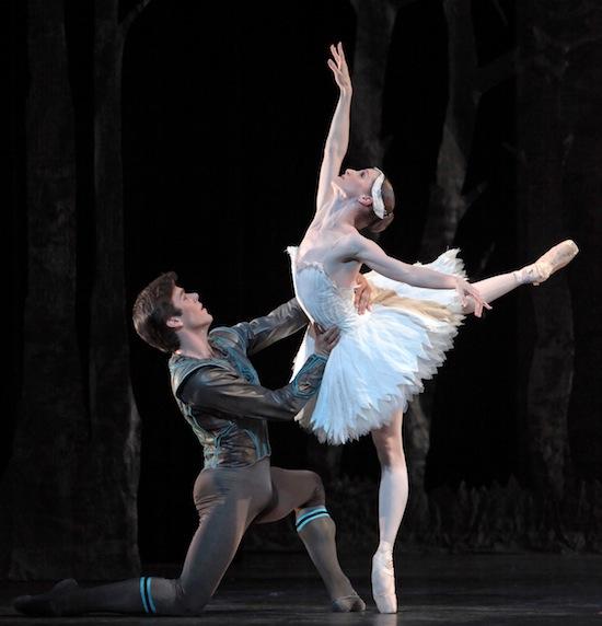 Houston Ballet Principal Dancers Sara Webb and Connor Walsh perform Swan Lake