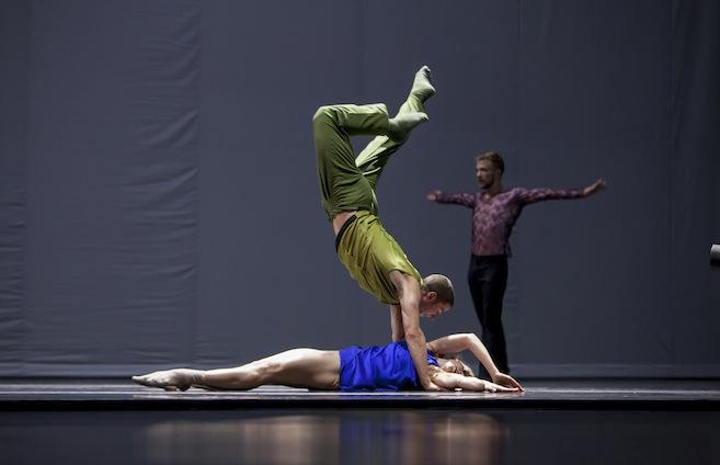 Hubbard Street Dance Chicago in Quintett by William Forsythe