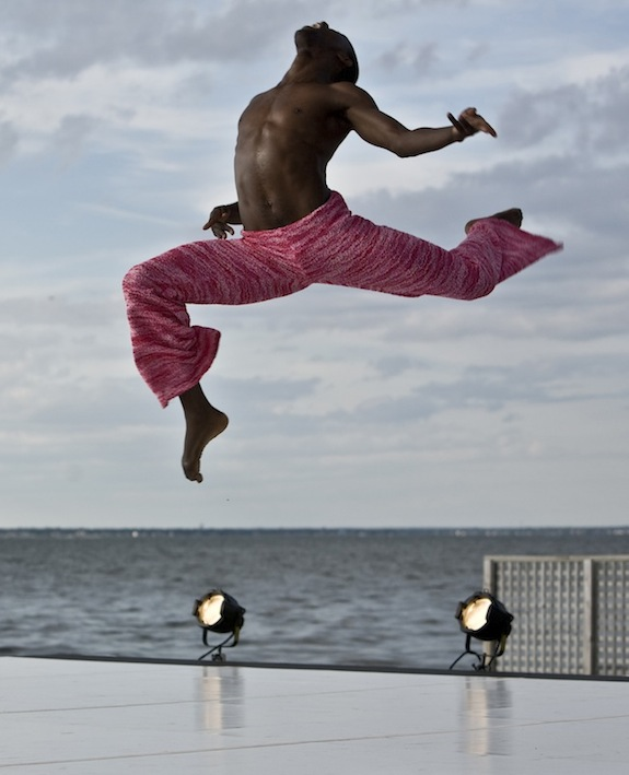 Alvin Ailey Dance Theater performs 'Strange Humors'